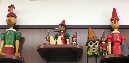 yPinocchio's dols on shelves